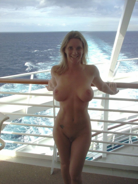 nude boating